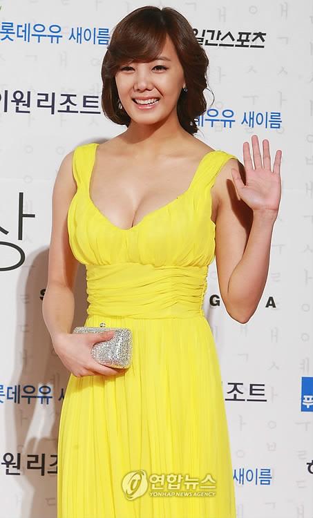 go-eun-ah-breasts-고은아-왕가슴