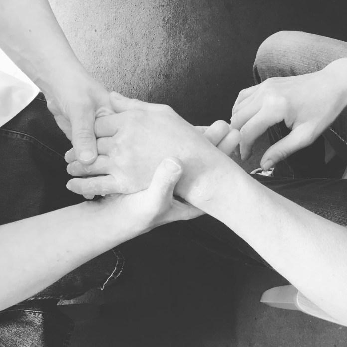 Hand massage skills sharing