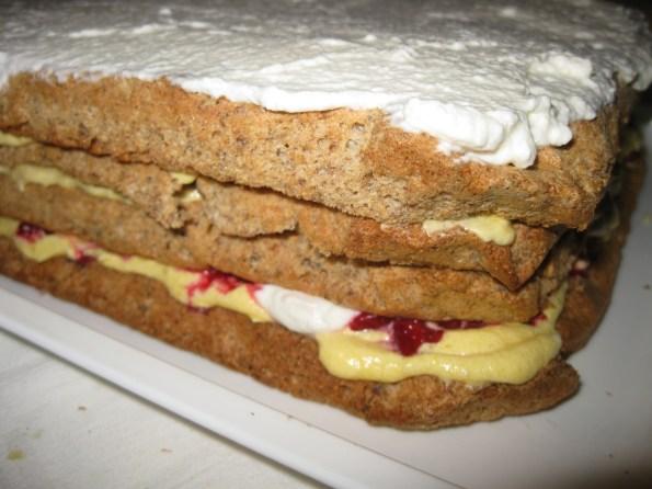 Умутите и преосталих 250 грама павлаке и премажите целу торту.