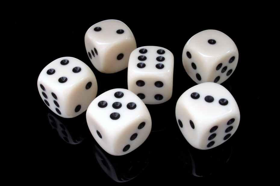 cube-six-gambling-play-37534.jpeg