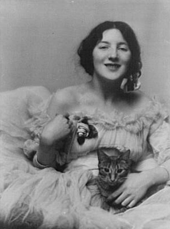 Miss Audrey Munson with Buzzer the Cat 1915 vintage photos of cats