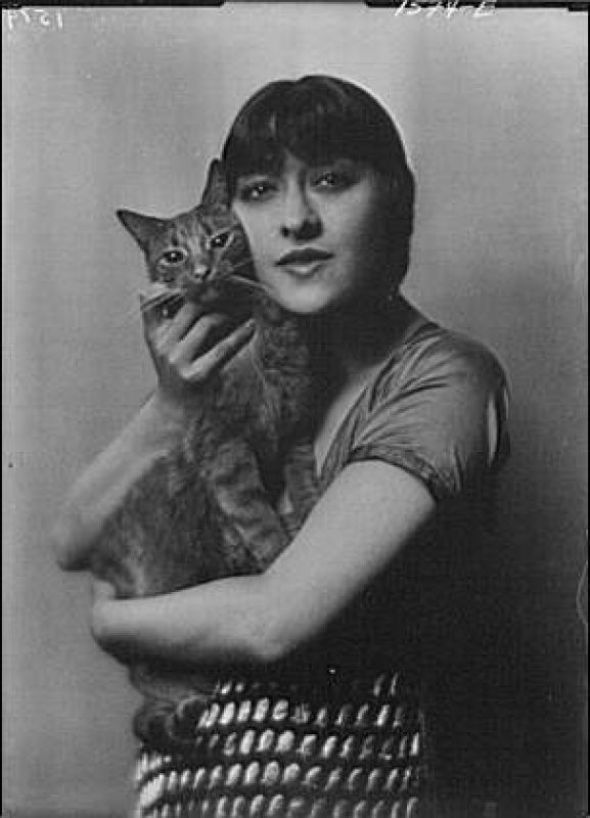 Dolly with Buzzer the Cat 1913 women and cats