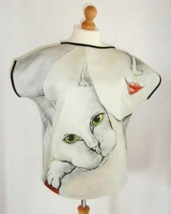 curves-with-cat-art-top-carla-raadsveld, cat blouses, cat shirts