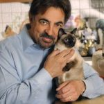 Joe Mantegna and cat
