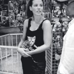 Kate Beckinsale and kitten, famous cat lovers