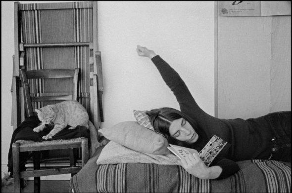 Woman and Cat Reading, 1975, Richard Kalvar