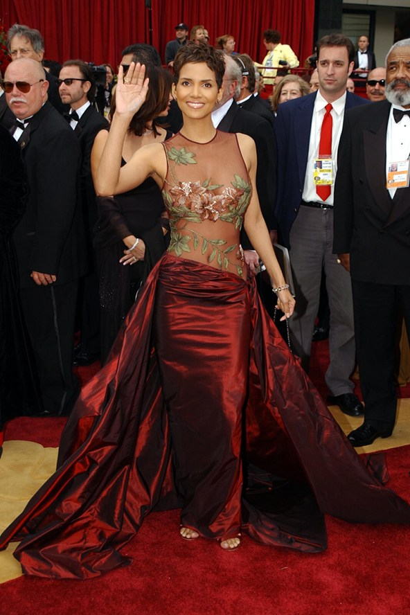Halle-Berry-2002-Vogue-29jan14-PA_b_592x888