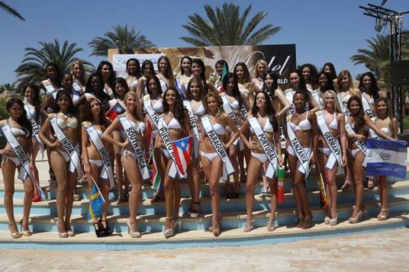 Contestants of Top Model of the World 2014 posing in Swimsuit.