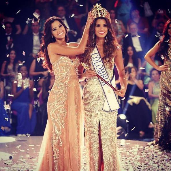 Paulina Vega, Miss Colombia 2013, crowning Adriana Gutierrez as Miss Colombia 2014