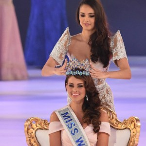 Miss World 2013 Megan Young of The Philippines crowning South Africa's Rolene Strauss as her successor.