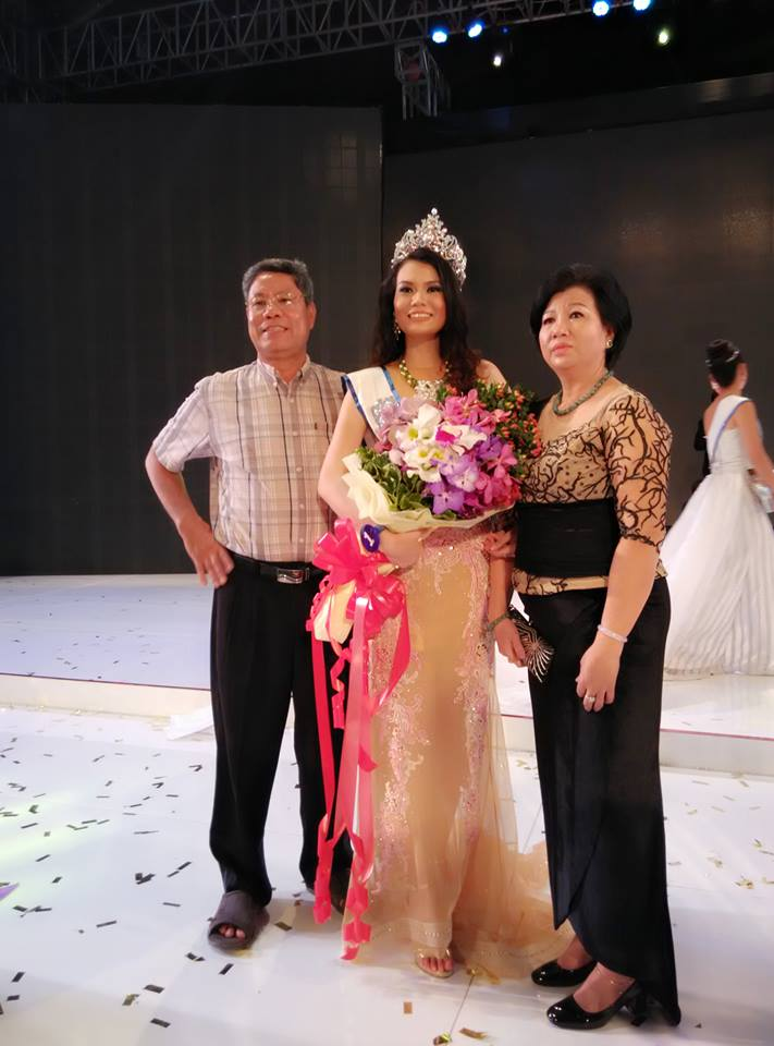Miss Myanmar 2015 Khin Yadanar Thein Myint with her parents