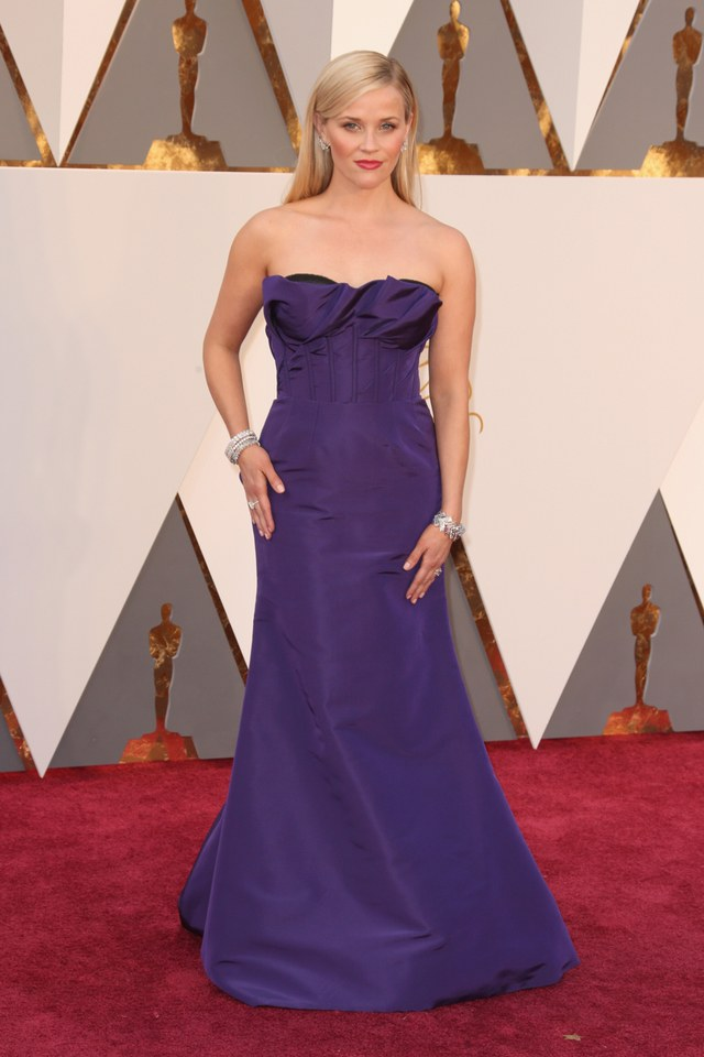 Reese Witherspoon in Oscar De La Renta she was in our worst list in Best and the worst dressed at Oscars 2016