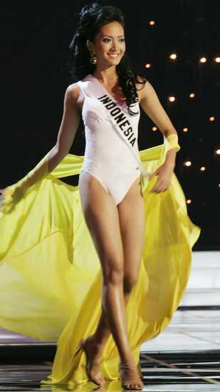 In 2005, Miss Indonesia Artika Sari Devi faced controversy when she competed in swimsuit in Miss Universe. That does not happen with Indonesian queens any more! Image Source: Miss Universe