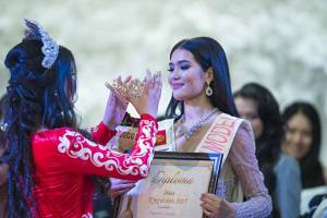 Begimay Karybekova is chosen as Miss Kyrgyzstan 2017