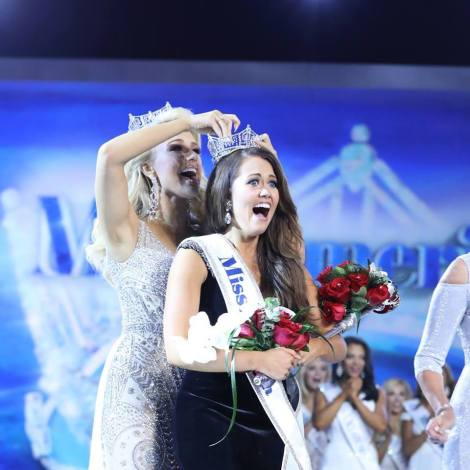 Cara Mund of North Dakota wins Miss America 2018