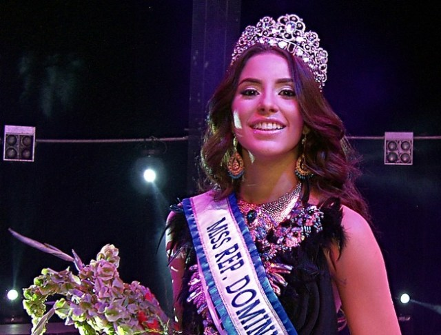 Aletxa Marie Mueses Santana crowned as Miss World Dominican Republic 2017