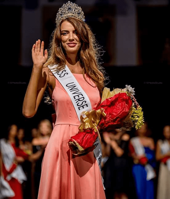 Ioana Mihalache crowned as Miss Universe Romania 2017 – The