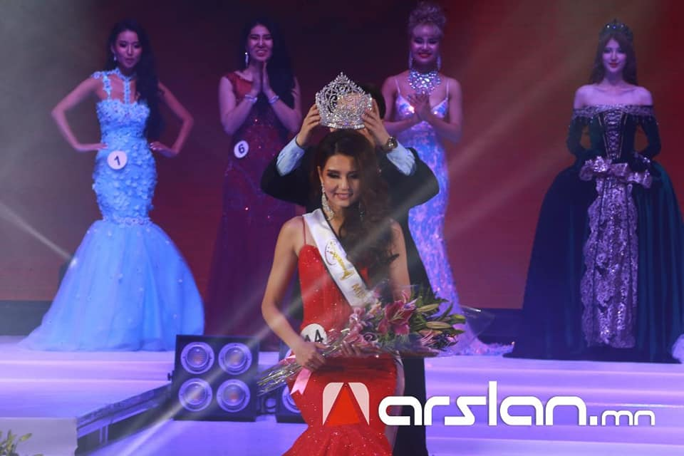 Dolgion Delgerjav crowned as Miss Universe Mongolia 2018