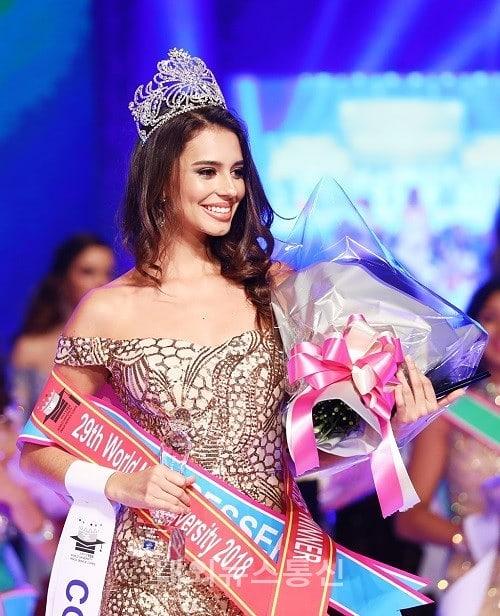 Adri Moyaa World Miss University