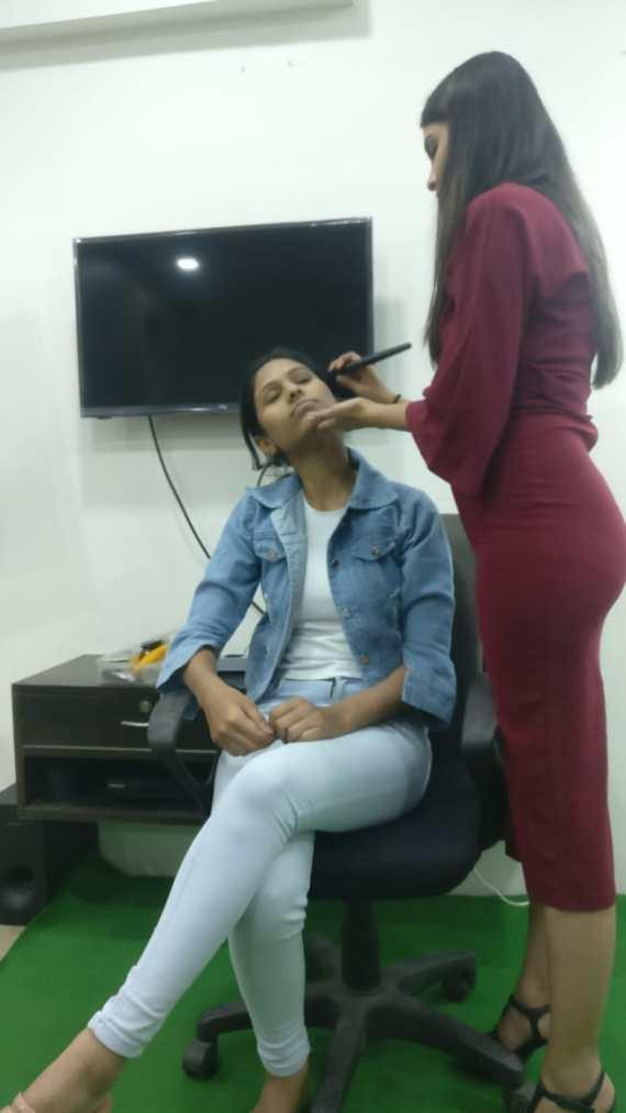 Make-up session by Shriya Torne