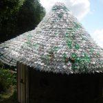 Telhado feito de… sete mil garrafas pet
