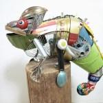 Para provar que todo lixo pode ganhar vida, artista plástica faz esculturas de bichos com resíduos