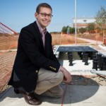 A calçada que gera energia solar para iluminar a rua (e ainda sobra!)