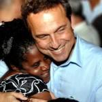 O prefeito do RJ que abriu mão do salário em solidariedade a desempregados do seu município