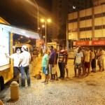 No RJ, food truck prepara refeições para sem-teto com alimentos que iriam para o lixo