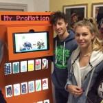 Alunos do Ensino Médio criam máquina que faz capinhas para celular com plástico reciclado