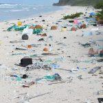 Até quando? A ilha inabitada do Pacífico que tem quantidade RECORDE de lixo plástico (vindo do mundo todo)