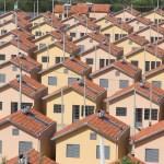 Inglaterra vai equipar mais de 800 mil casas populares com painéis solares