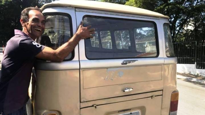 Kombi que ex-morador em situação de rua usa para trabalhar foi roubada. Veja vídeo em que ele pede sua ajuda!