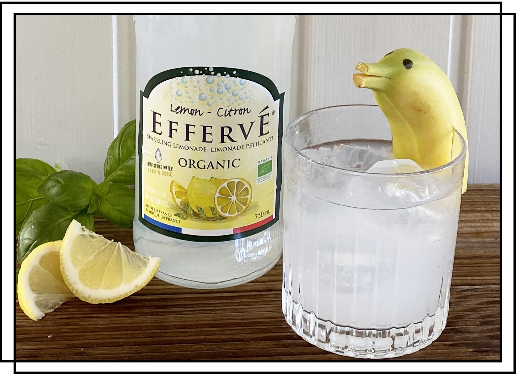 Efferve Lemon sodavand med banan delfin som pynt