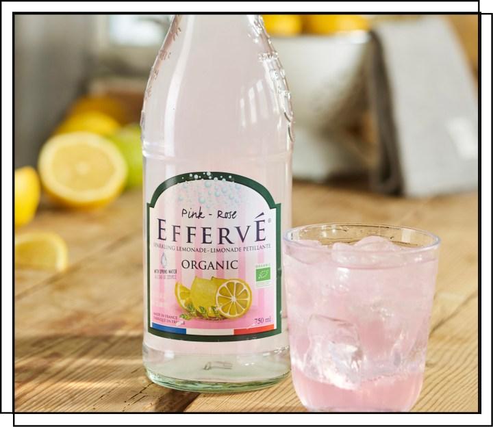 Effervé Økologisk Pink Lemonade sodavand lavet på citroner og lime og med blid brus