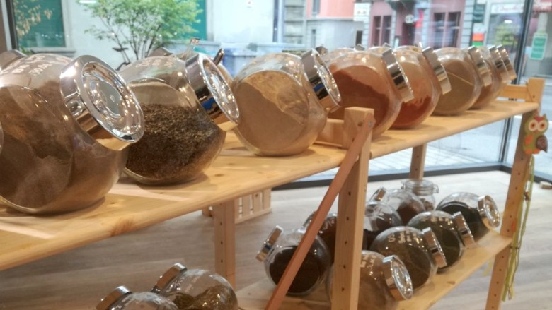 the green walnuts - unverpackt luzern spice glasses