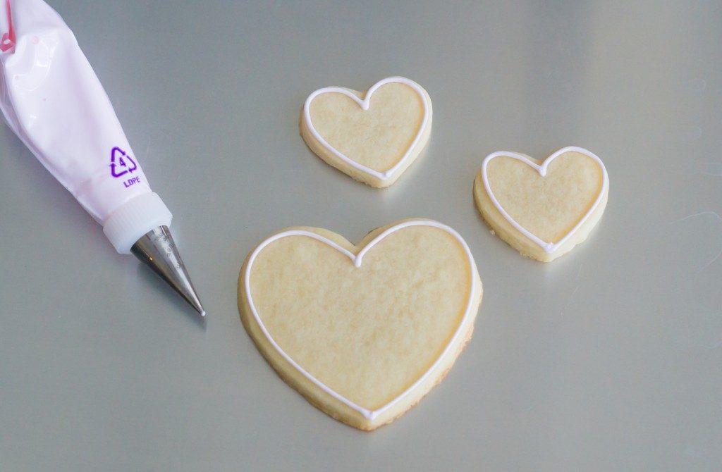conversation-heart-cookies-outline-1024x670