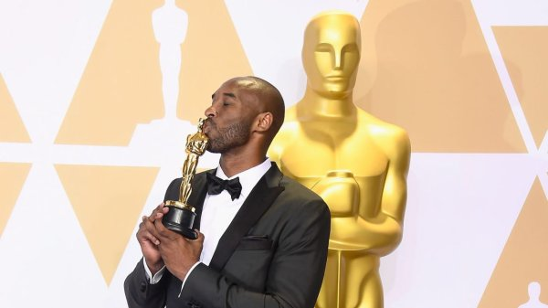 Kobe Bryant thanks his daughters in Italian for Oscar win ...