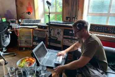 Steve Brian Michael Jo Hold You Down Enhanced Progressive