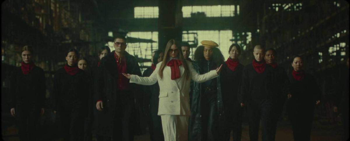 ÄTNA in the official 'Tuk Tuk' music video