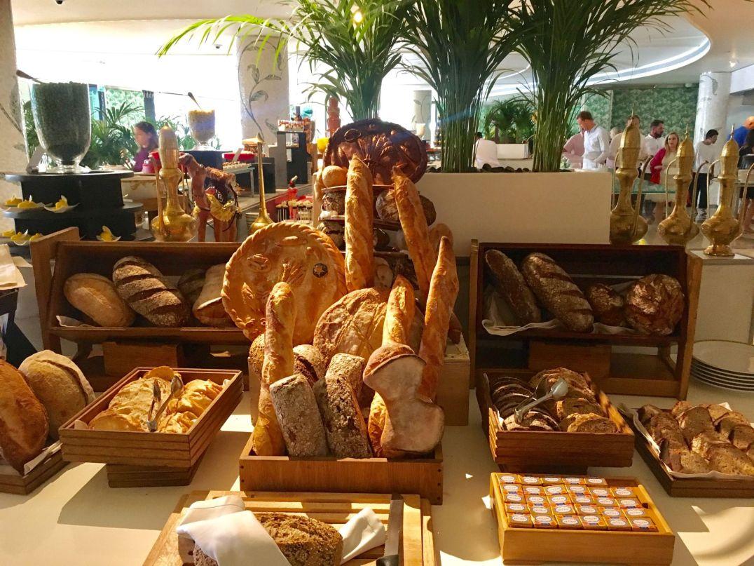 Bread-Brunch-Giardino-Palazzo-Versace-Dubai