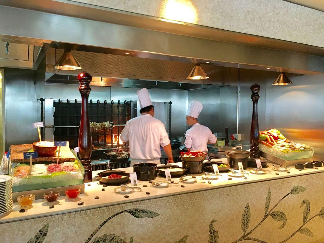 Kitchen-Brunch-Giardino-Palazzo-Versace-Dubai
