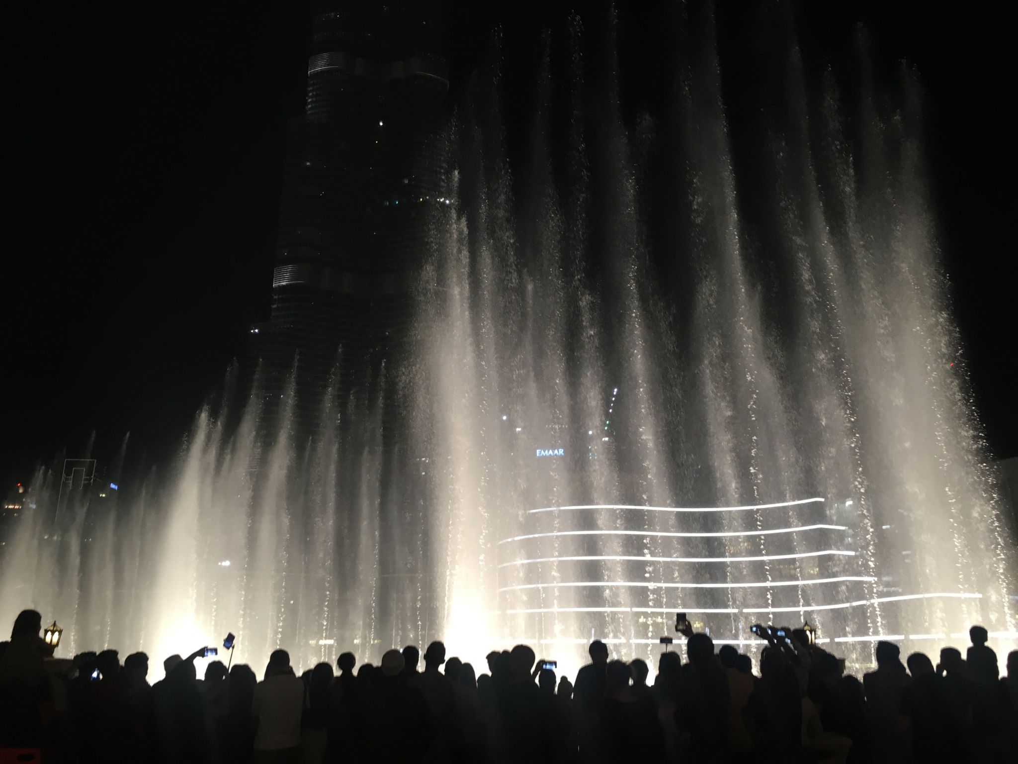 Dubai-fountains-crowds