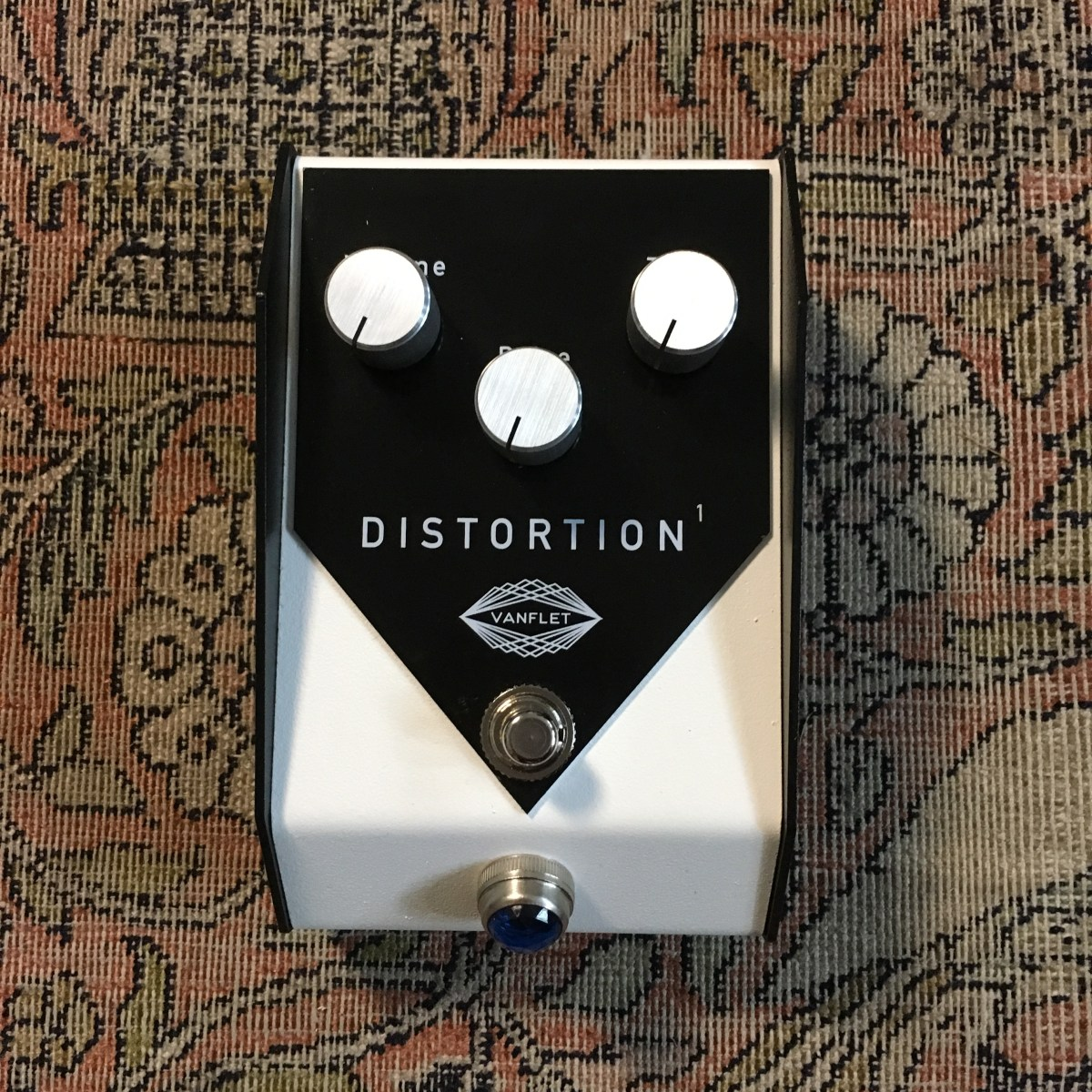Pedal Review - Vanflet Distortion1: huge sounds from your pedalboard!