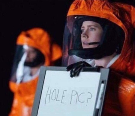 "Amy adams in Arrival holding up a sign saying ""hole pic"""
