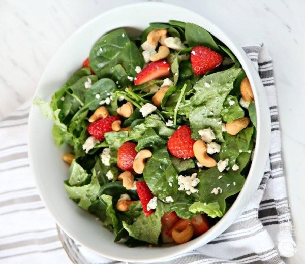 Strawberry Gorgonzola Green Salad by todayscreativelife.com