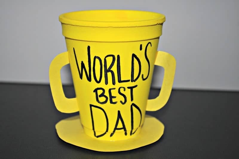 Worlds Best Dad Trophy by easy-crafts-for-kids.com