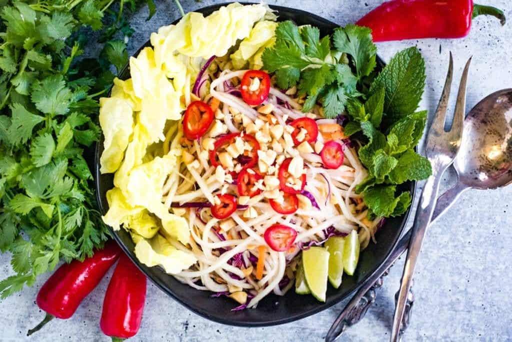 Easy Thai Green Papaya Salad by allwaysdelicious.com
