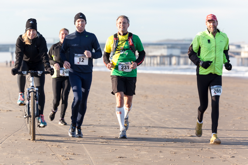 Image: Runners - Den Haag Strand Marathon - The Hague Beach Marathon 2014