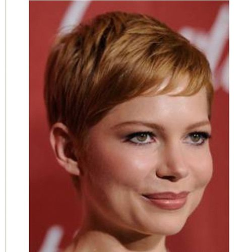 ginger haircut with oblique bangs